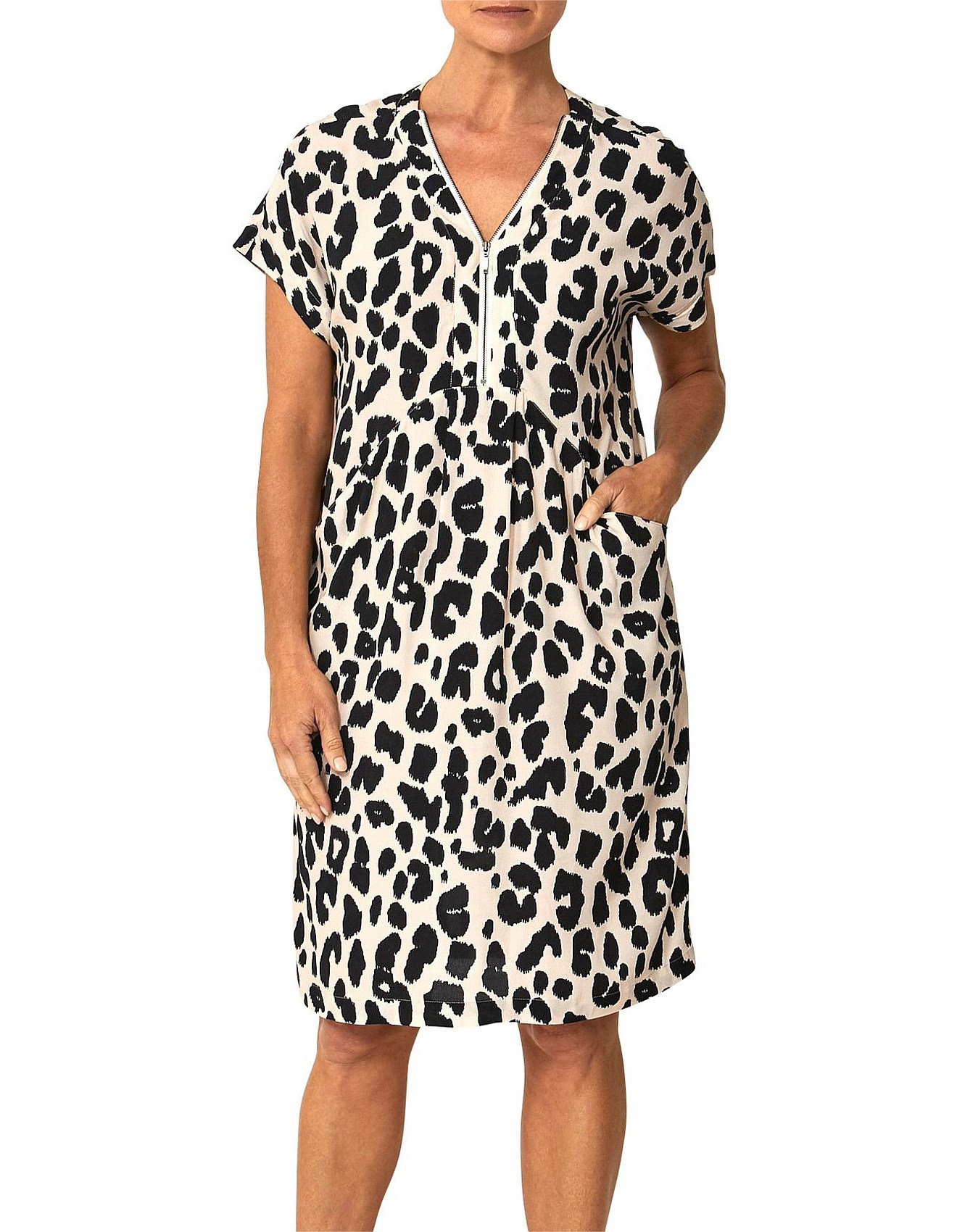 be90f6a017 Women - Short Sleeve Leo Print Dress