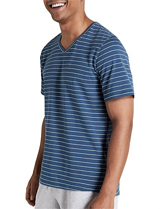 RELAXED V-NECK CREW YDS