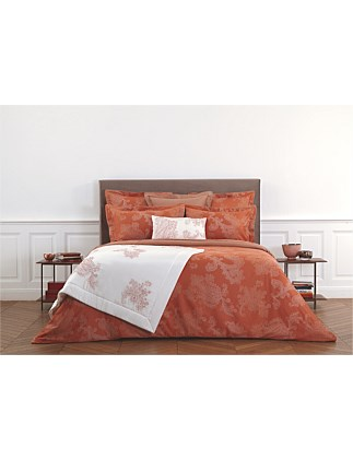 APPARAT QUEEN BED QUILTED BEDSPREAD