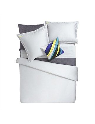 ICONIC QUEEN BED FLAT SHEET
