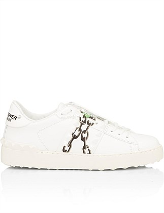 ROCKSTUD UNTITLED PRINT ROSE & CHAIN SNEAKER